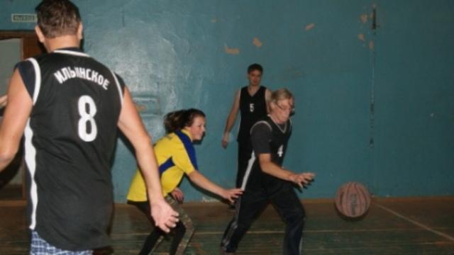 В спортивном зале Ильинского ЦКД состоялся турнир по баскетболу в честь памяти тренера Е.А. Карнаухова.
