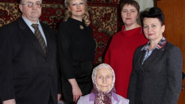 Долгожительницу Заволжска поздравили с юбилеем