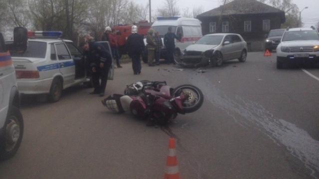 В Кинешме столкнулись мотоцикл и легковой автомобиль, есть пострадавший