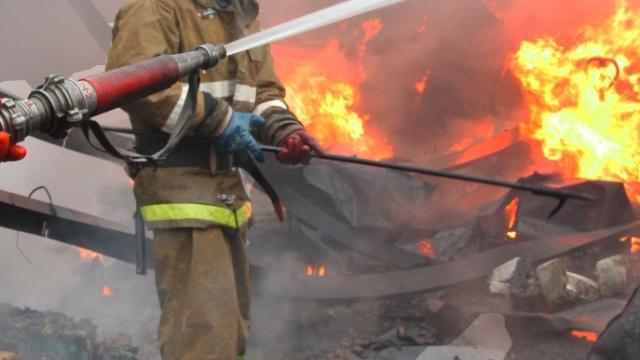 Утром в Кинешме загорелся цех по производству ваты