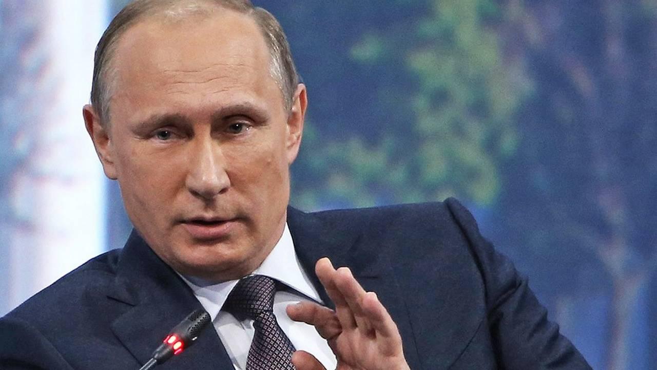 Путин упразднил Россвязь и Роспечать